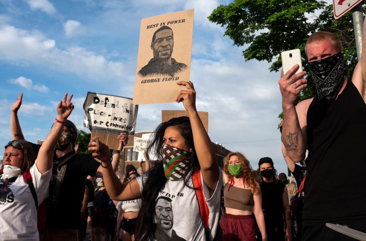 画像1: ブレイク・ライブリー&ライアン・レイノルズ、デモ参加者支援のために寄付