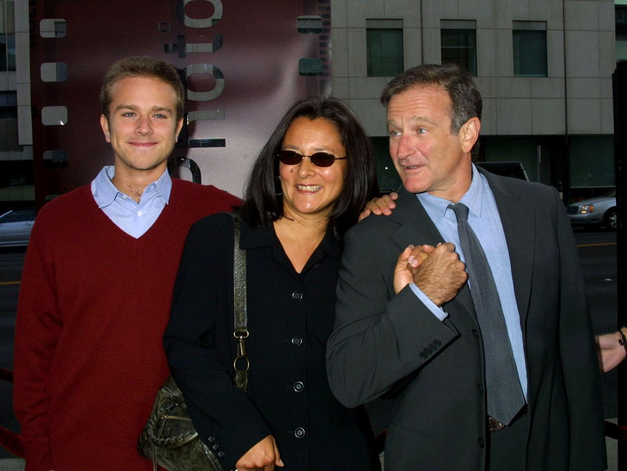 画像: ザック、ロビンの元妻マーシャ、ロビン。