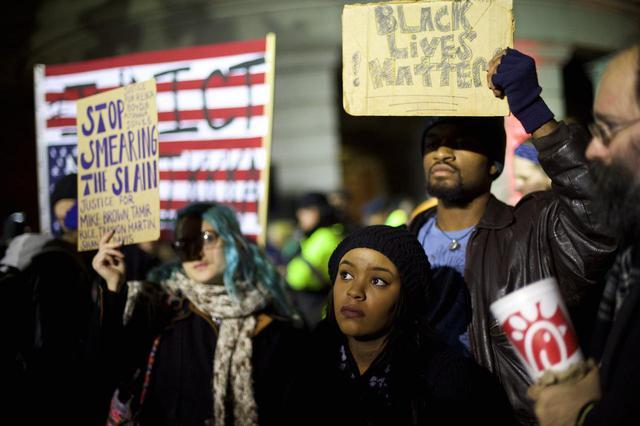 画像: エリック・ガーナーを殺害した警官が不起訴となったことを受けて発生した抗議デモ。(2014年にフィラデルフィアで撮影)