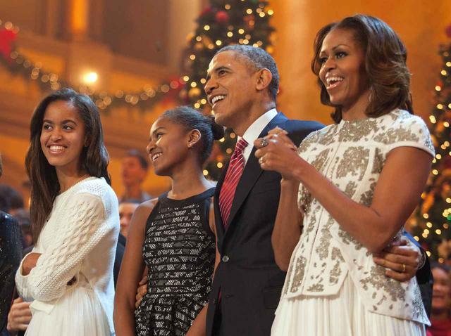 画像: 右からミシェル・オバマ氏、バラク・オバマ氏、そして2人の娘。