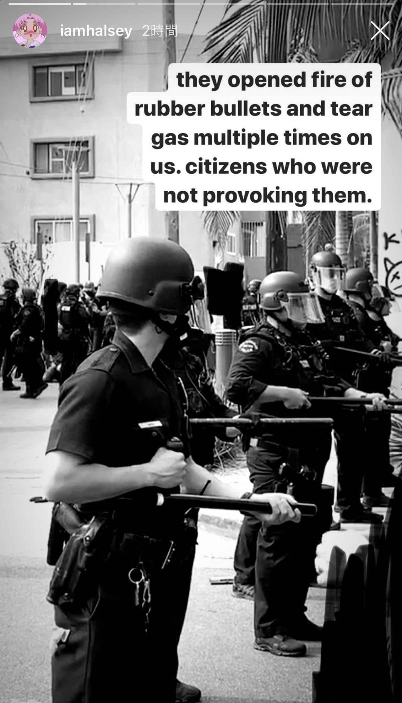 画像: デモ隊にゴム弾を使用する警察