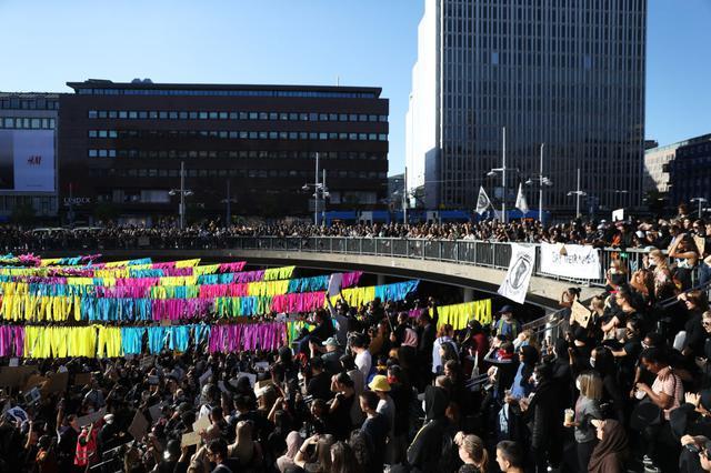 画像: スウェーデンの首都ストックホルムで行なわれたデモ。