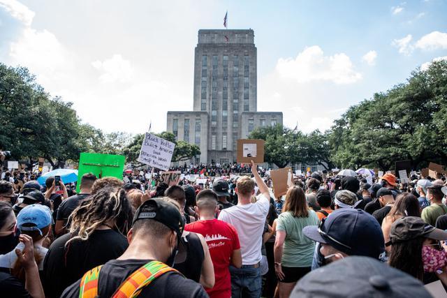 画像: ヒューストンで行なわれたデモ。
