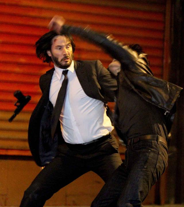 画像: 『ジョン・ウィック:チャプター2』でアクションシーンをこなすキアヌ・リーブス。
