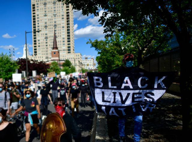 画像: フィラデルフィアで行なわれたデモ。