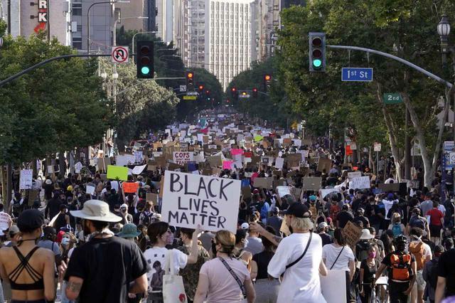 画像: Black Lives Matterの抗議デモ。(カリフォルニア州ロサンゼルスで2020年6月3日に撮影)