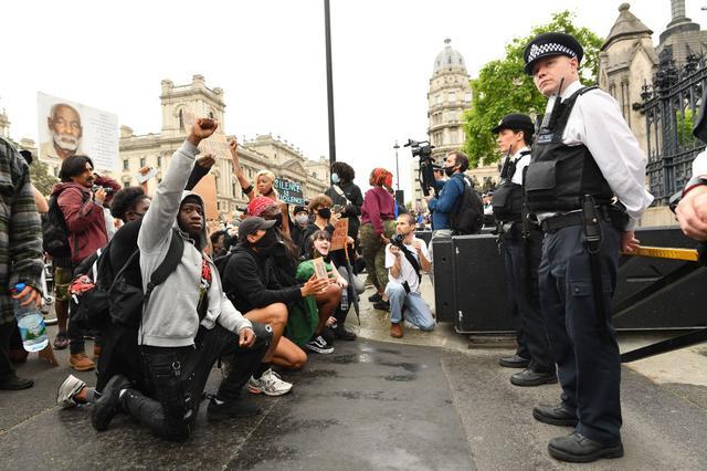 画像: イギリス・ロンドンで行なわれたデモの様子。