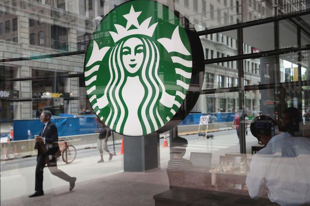 画像: スターバックス、不買運動まで起こった「服装に関する規定」を撤回
