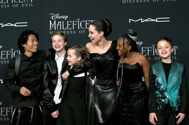 画像: 左から、パックス、シャイロ、ヴィヴィアン、アンジェリーナ、ザハラ、ノックス。