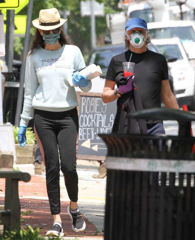 画像3: ポール・マッカートニーがつけているマスクに注目