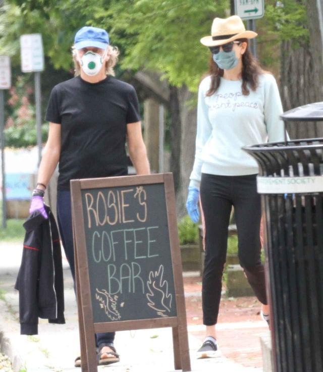 画像1: ポール・マッカートニーがつけているマスクに注目