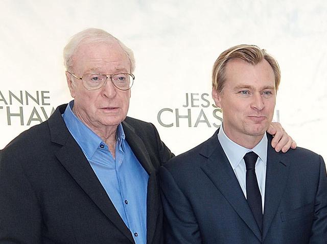 画像: マイケル・ケイン(左)とクリストファー・ノーラン監督(右)