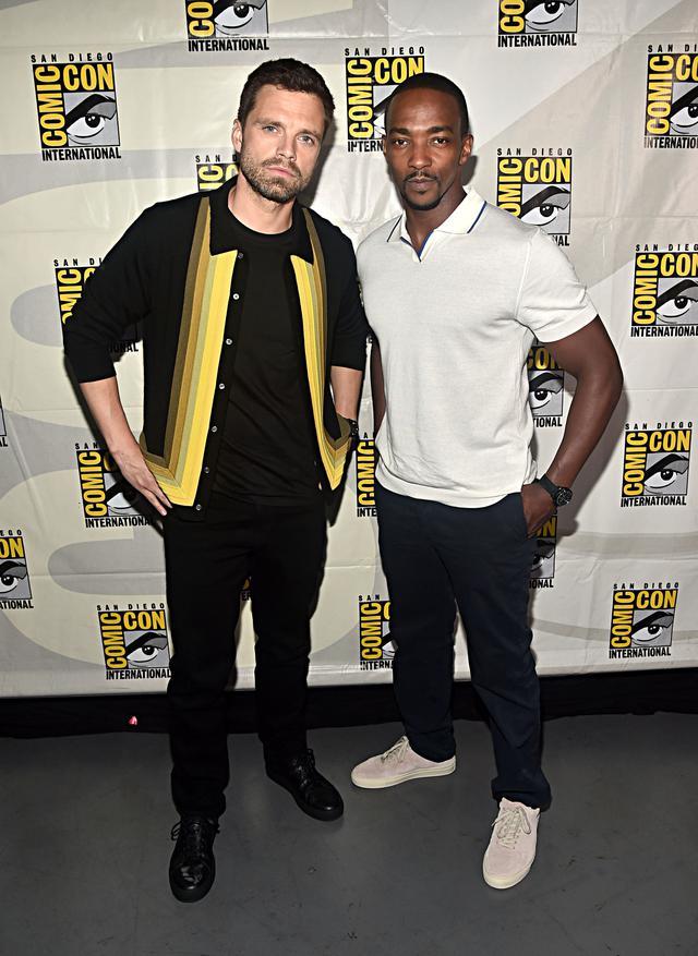 画像: ウィンター・ソルジャーを演じるセバスチャン・スタンと、ファルコンを演じるアンソニー・マッキー。