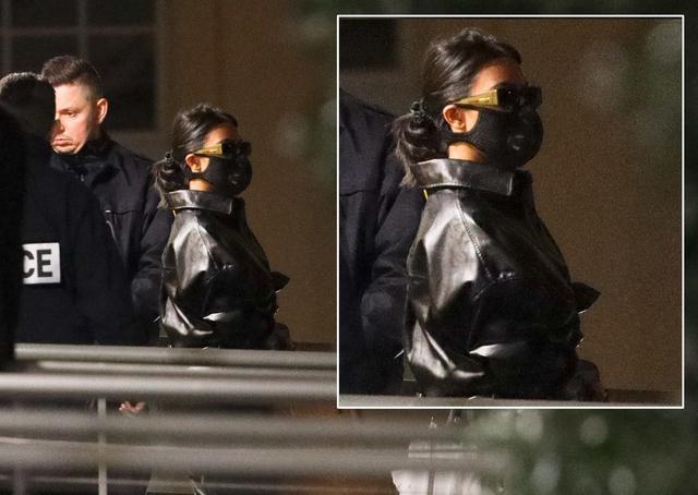 画像: 新型コロナウイルス対策でマスクを着けて外出するコートニー。