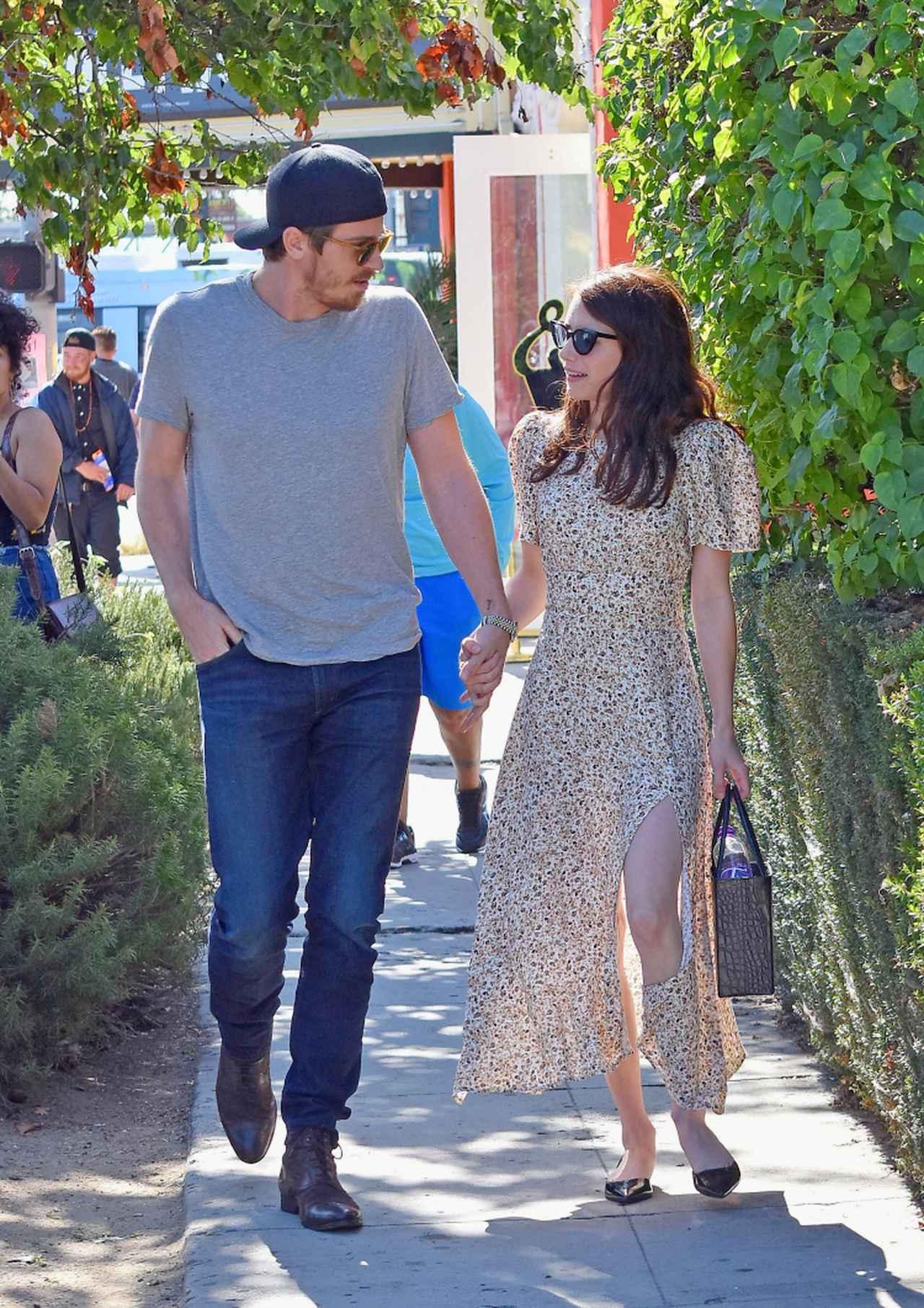 画像: 2019年8月に撮影されたギャレットとエマのデート風景。