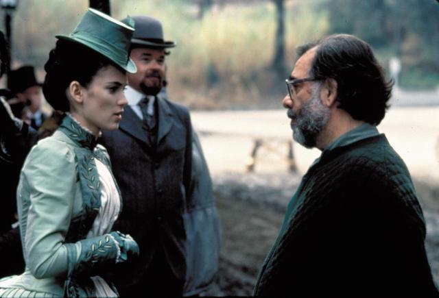 画像: 『ドラキュラ』の撮影現場でのウィノナとコッポラ監督。