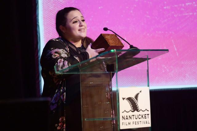 画像: 2019年マサチューセッツ州で開催されたナンタケット映画祭でスピーチを行なうニッキー。『ヘアスプレー』後、人気ドラマ『アグリー・ベティ』や『SMASH』などに出演した彼女は、最近では、同年に公開されたホラー映画『Ghost in the Graveyard(原題)』に出演。