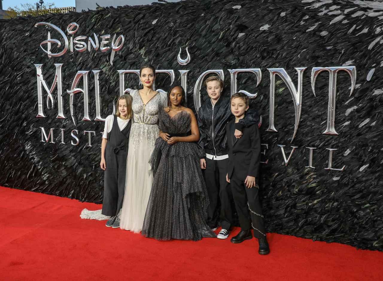 画像: アンジェリーナ・ジョリーと子供たち。