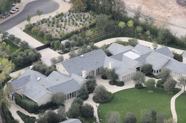 画像: 上空から見たキム&カニエ邸。