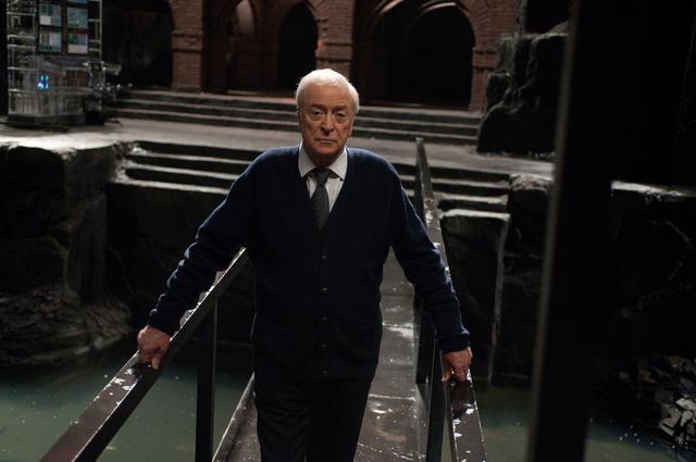 画像1: 執事アルフレッド役、マイケル・ケインがセリフを忘れたシーンは?