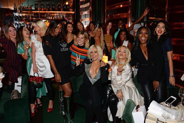 画像: 2018年にビービーが主催した、音楽界で活躍する女性たちとの交流会。イベントは、ビービーの「自分が欲しいものを決めて。自分の夢のために闘って、バッドなビッチになりましょう」というひと声から始まったという。