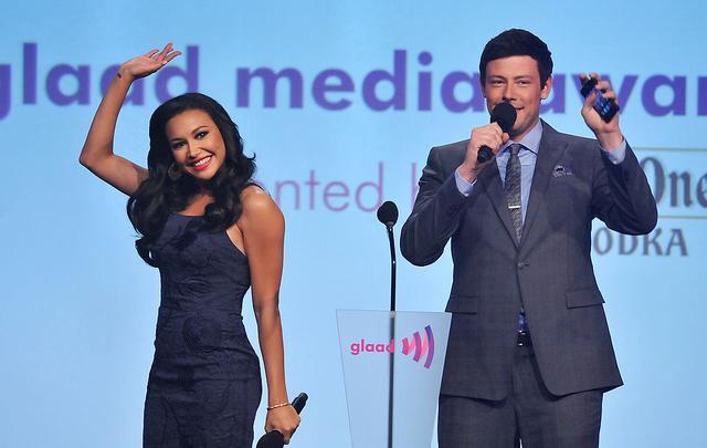 画像: 2012年、GLAAD メディア・アワーズのステージに一緒に登場したナヤとコリー。
