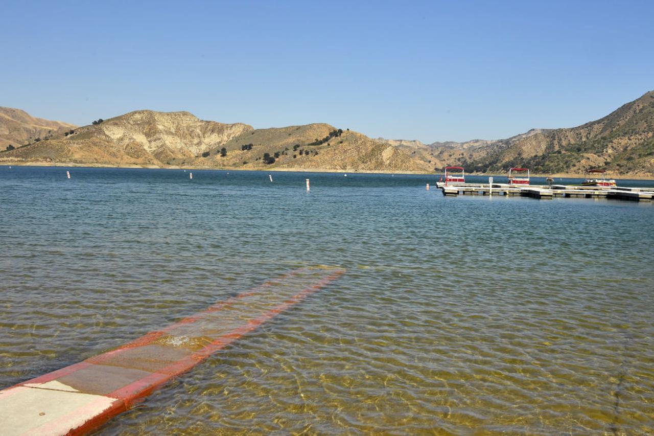 画像: ナヤの遺体が見つかったピルー湖。過去にも10件以上の水難事故が発生していた。