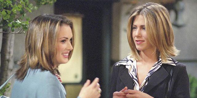 画像: 左:ウィノナ・ライダー、右:ジェニファー・アニストン(ドラマ『フレンズ』にて)