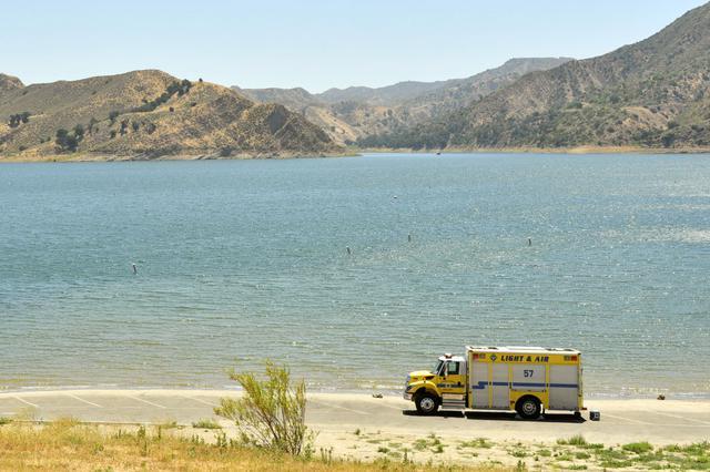 画像: ピルー湖に警告サインを 署名活動がスタート