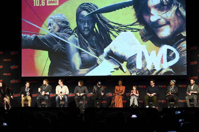 画像: 2019年10月にニューヨークで開催されたコミコンに参加した『ウォーキング・デッド』キャストと制作陣。
