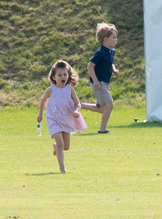 画像: 2018年に撮影されたシャーロット王女とジョージ王子