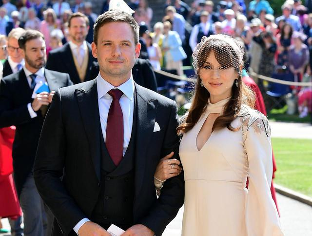 画像: 現地時間2018年5月19日、メーガン妃とヘンリー王子の結婚式に出席したパトリック・J・アダムス(左)と妻のトローヤン・ベリサリオ(右)。
