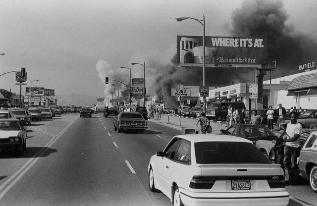 画像: 『LA92』より。 ©Gary Leonard/Los Angeles Public Library