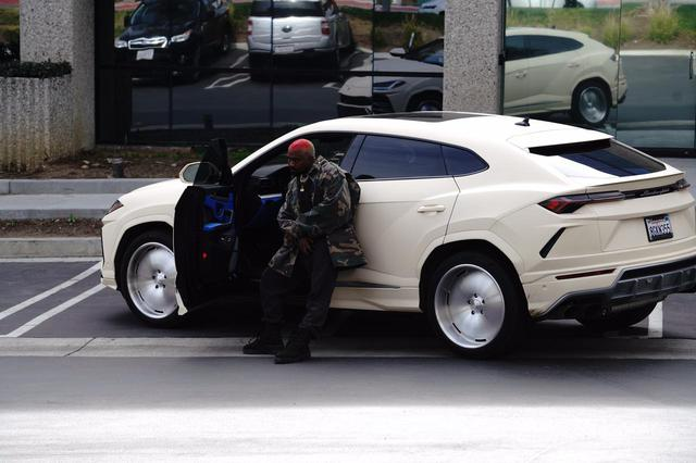 画像: カニエ・ウェストが日本車に乗っていた