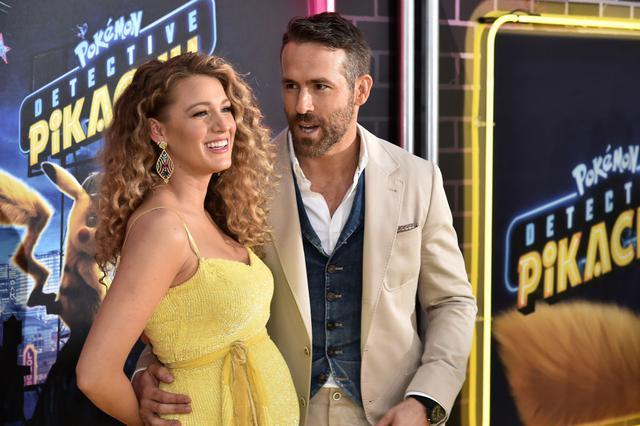 画像: 2019年5月、三女の妊娠中にライアンが声優を務めた映画『名探偵ピカチュウ』のニューヨークプレミアに出席したブレイク。