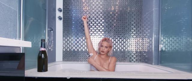 画像1: 自宅で撮影したミュージックビデオも公開