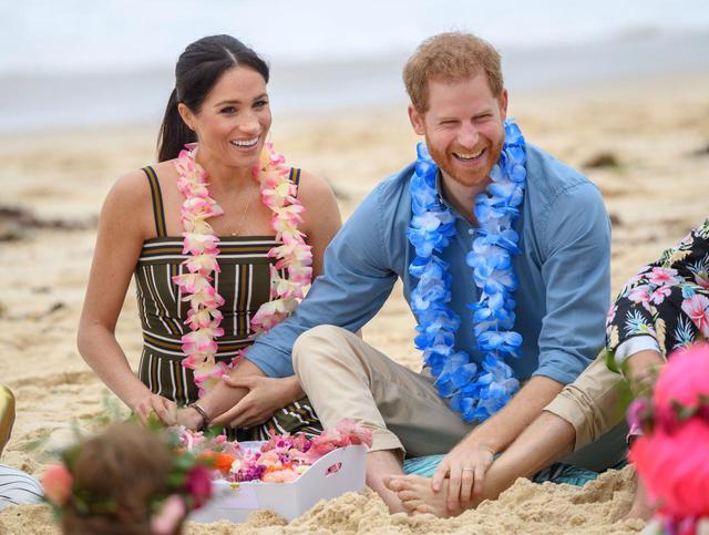画像: メーガン妃(左)とヘンリー王子(右)。