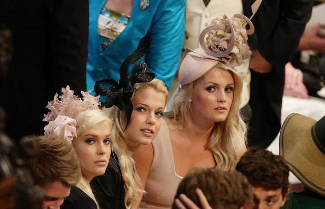 画像: 2011年にウィリアム王子とキャサリン妃の結婚式に出席した際のスペンサー3姉妹(レディ・アメリア・スペンサー、レディ・イライザ・スペンサー、レディ・キティ・スペンサー)。