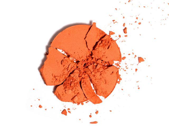 画像: オレンジのアイメイクが人気上昇中