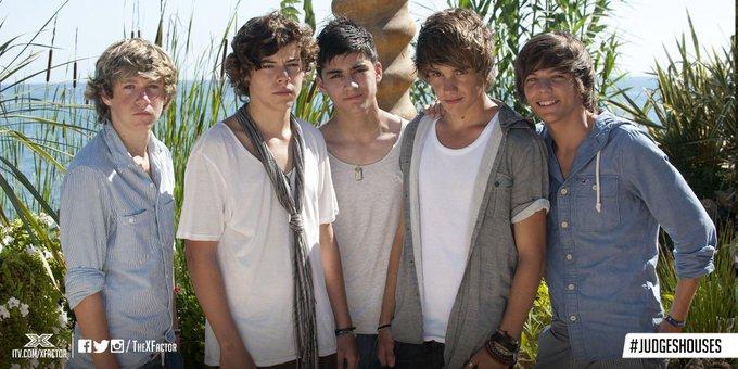 画像: 『Xファクター』で結成した直後のワン・ダイレクション。グループ名はハリーが思いついたとされている。©The X Factor