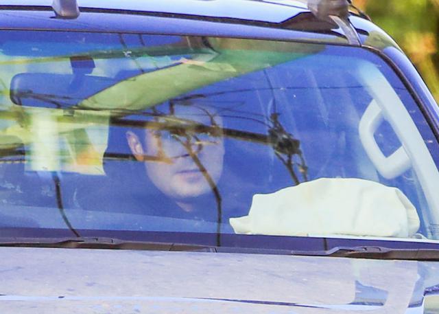 画像: 7月始め、バイロン・ベイにあるカフェに車で到着したザック。