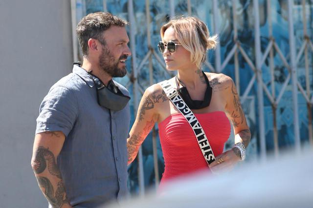 画像: ロサンゼルスにある人気レストラン「Sugar Taco(シュガー・タコ)」のオーナーでもあるモデルのティナ・ルイーズとデートするブライアン。