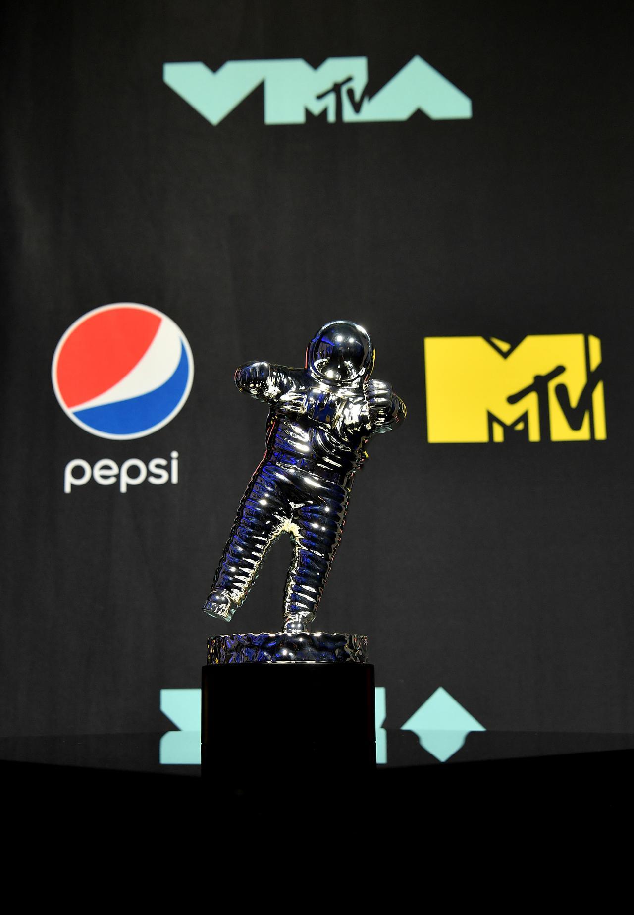 画像: MTV VMAでパフォーマンスを行なうのは?