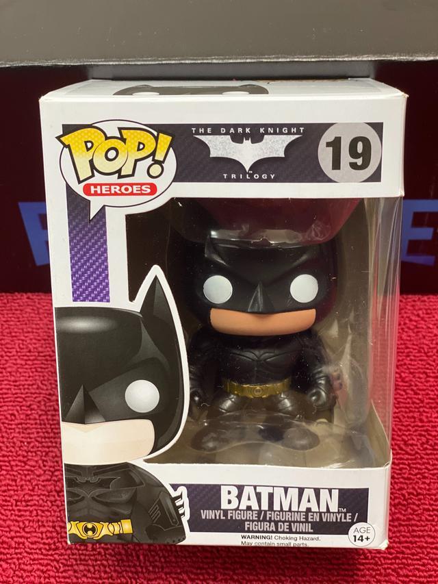 画像: DCキャラのフィギュアを多数販売しているファンコ社のPOPシリーズより、こちらの19番は、「ダークナイト・トリロジー」のバットマンのフィギュア。