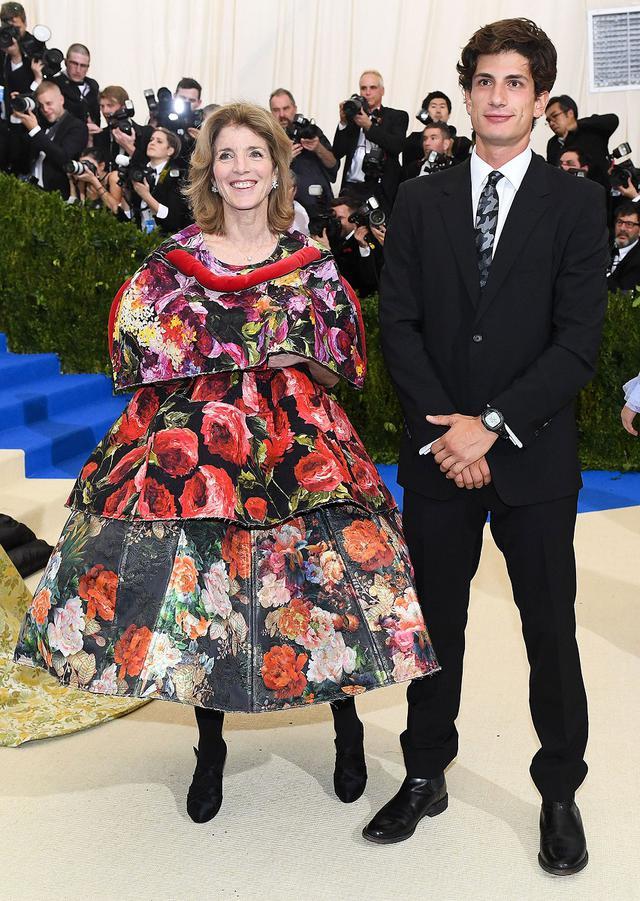 画像: 2017年のメットガラにキャロラインの同伴者として出席したジャック。彼の父親はファッションデザイナーのエドウィン・アーサー・シュロスバーグ。