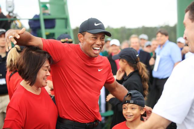 画像: タイガー・ウッズの11歳息子がゴルフで優勝