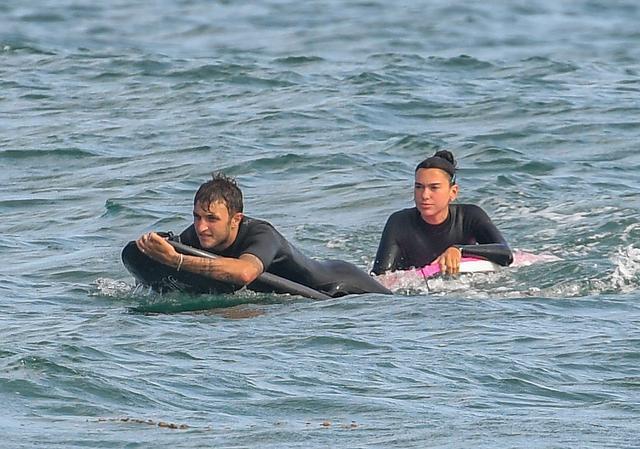 画像2: デュアとアンワーがサーフィンデート