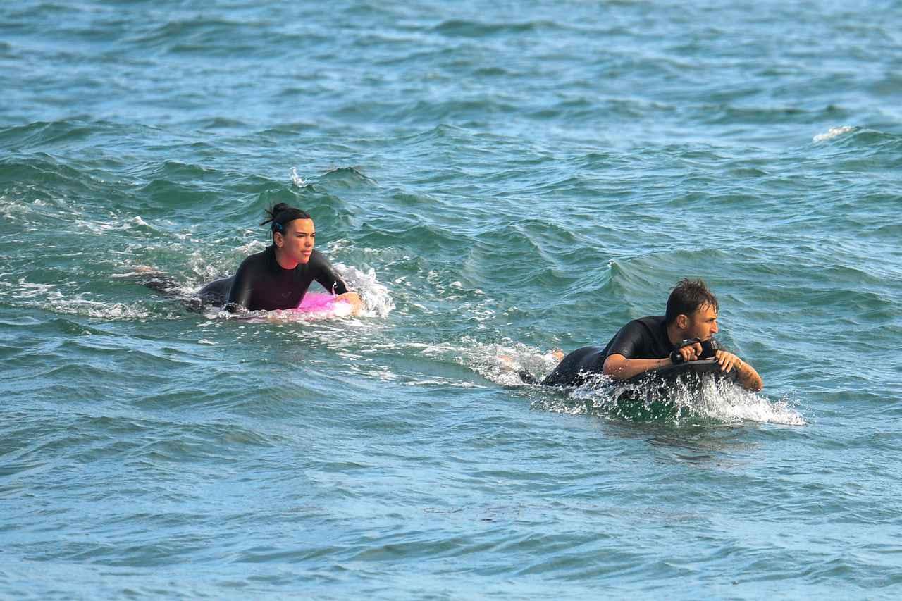 画像1: デュアとアンワーがサーフィンデート