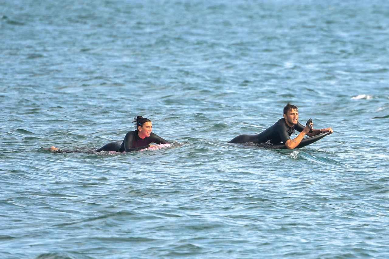 画像3: デュアとアンワーがサーフィンデート