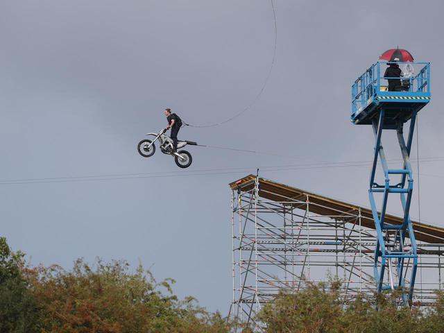画像2: トム・クルーズが空を飛ぶ
